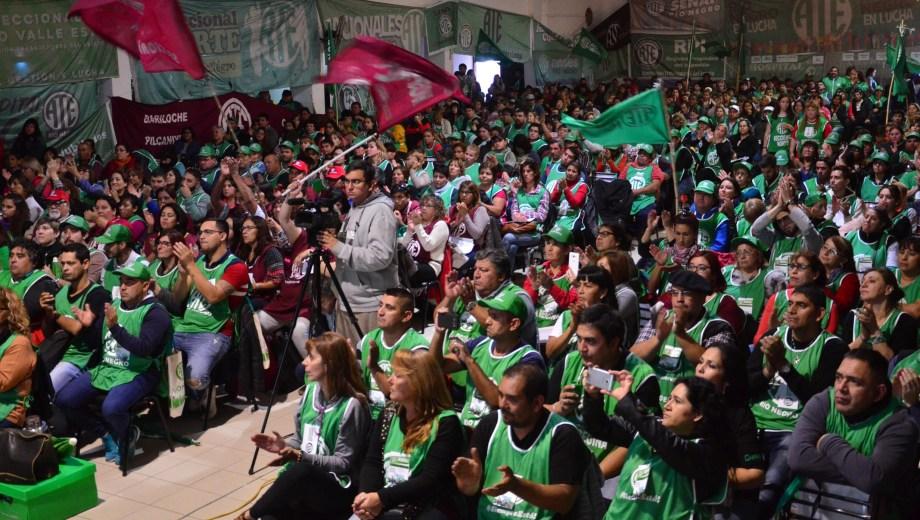 Unos 1.600 delegados estuvieron presentes en Viedma. Fotos: Marcelo Ochoa.