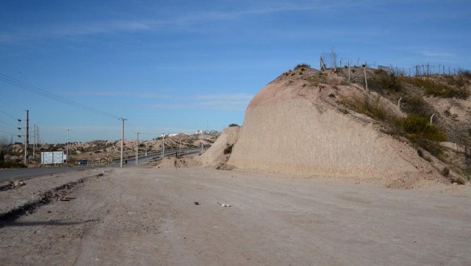 Las obras de la avenida de los Ríos comenzaron a ejecutarse y fueron frenadas por amparos judiciales. (Foto: Mauro Pérez.-)