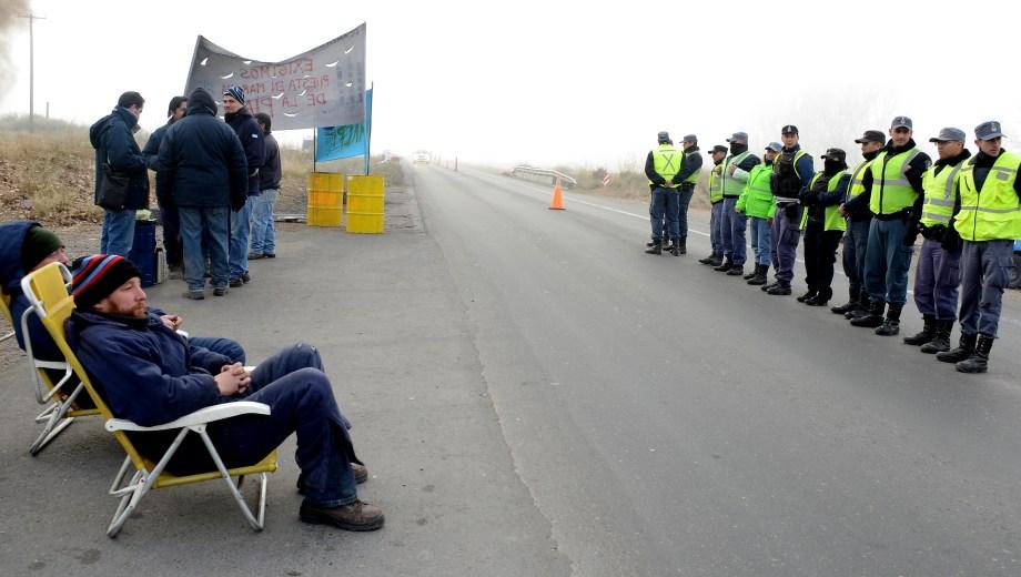 La policía custodió la ruta 22. Foto: Mauro Pérez