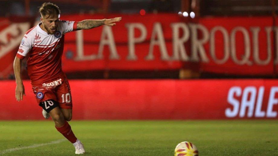 El delantero del Bicho es pretendido por Independiente, Racing, San Lorenzo y Boca.
