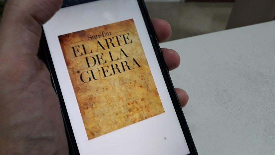 A través del celular se podrá acceder a 400 títulos.  Foto: Gentileza