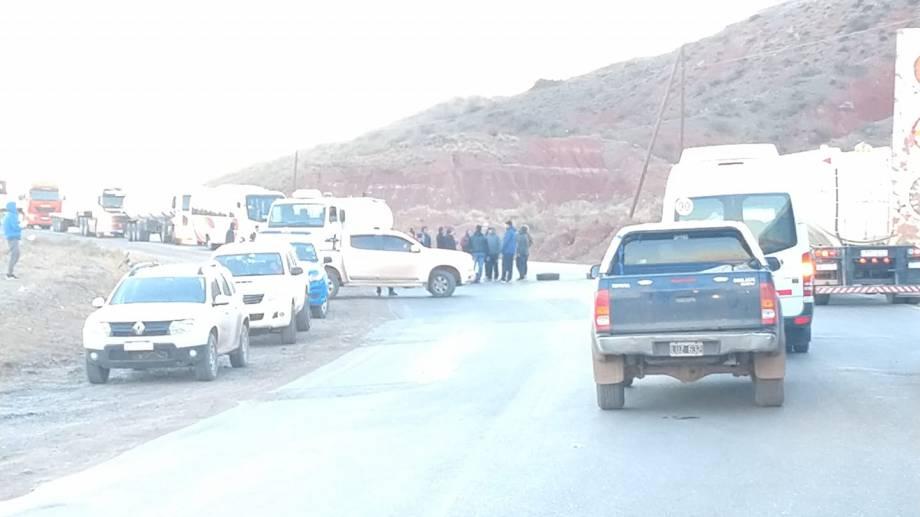 Los vecinos también cortaron la ruta a comienzos de mes para reclamar seguridad vial. (Gentileza  https://www.facebook.com/octavio.parada.9)