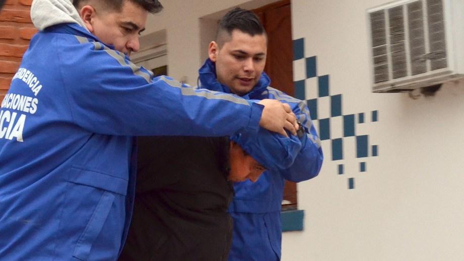 Levi fue trasladado hasta la oficina de Seguridad Personal de la Policía Neuquina en la capital neuquina.  (Yamil Regules).