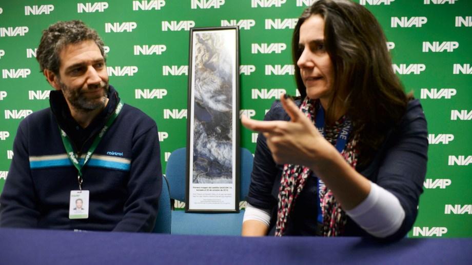 Roque Bevilacqua (Invap) y Josefina Peres (Conae). Foto: Alfredo Leiva