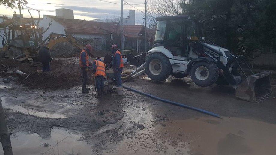 Esta mañana comenzó la reparación de acueducto de la calle Borlenghi. (Gentileza @darortn)