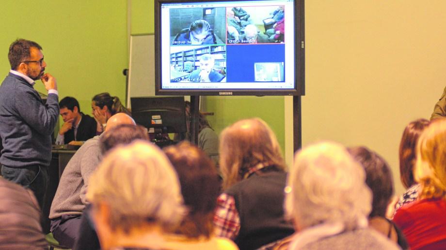 Las audiencias 2019 se realizaban en el salón de AMUC en la capital neuquina, con declaraciones de los acusados en forma virtual. En 2020 el juicio será modalidad presencial y virtual  (foto Archivo Mauro Pérez).-