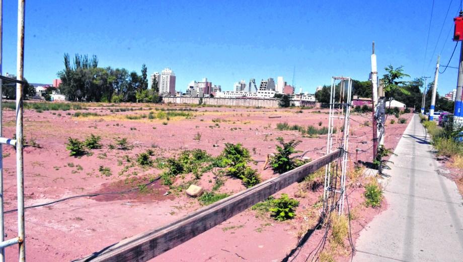 En los terrenos de la ex cárcel federal, el gobierno nacional pretende construir edificios. (Foto: Archivo)