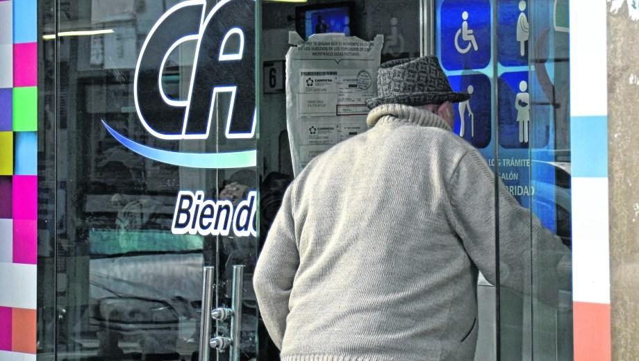 La distribuidora neuquina debe casi 500 millones de pesos a la administradora del mercado eléctrico.