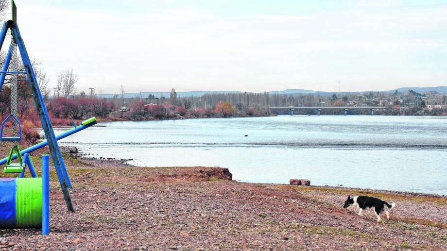 Ocurrió a unos 3 kilómetros del puente que une Neuquén con el paraje.