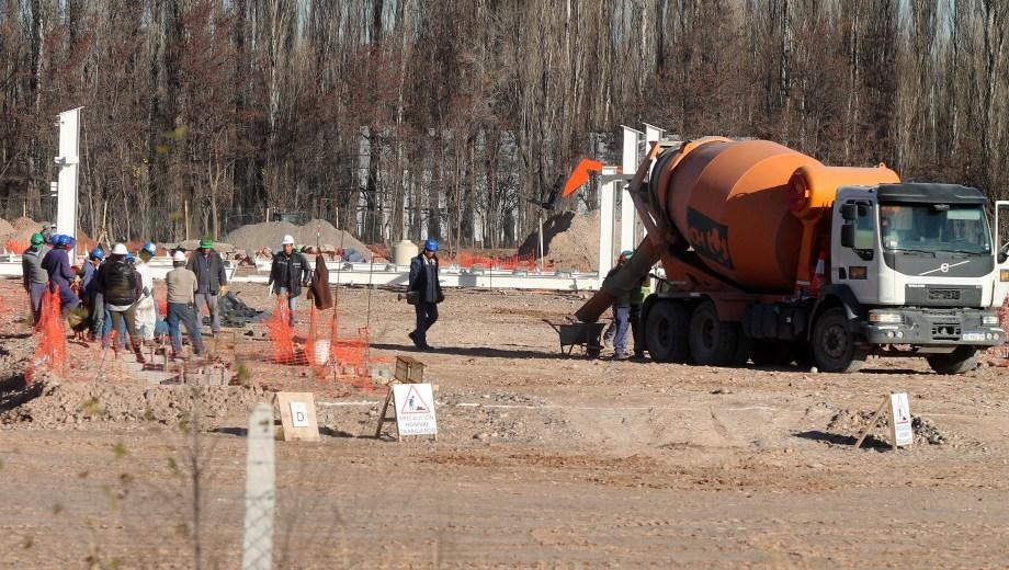 Los trabajos de suelo ya se terminaron y  pueden verse los primeros pilares. (Foto: Oscar Livera)