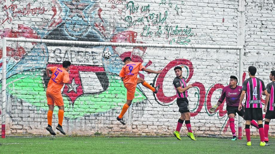 Patagonia consiguió un empate en su visita al sintético de Sapere. El Naranja no pudo llevarse el triunfo pero está tercero.
