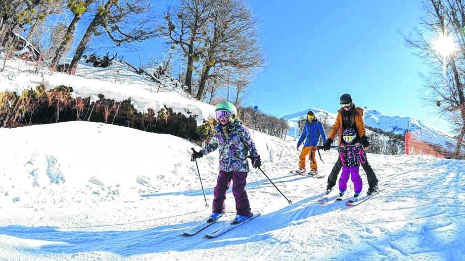 El cerro Bayo, Caviahue, Chapelco, y Batea Mahuida son las grandes atracciones para los esquiadores. Foto: gentileza Cerro Bayo