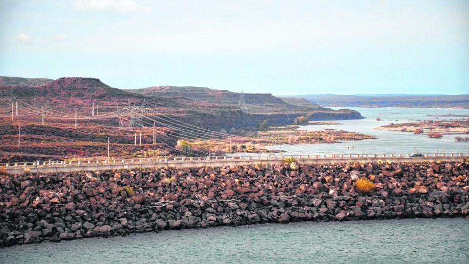 El Chocón es el gran generador de punta del sistema eléctrico. En julio y enero tiene su mayor actividad productiva.