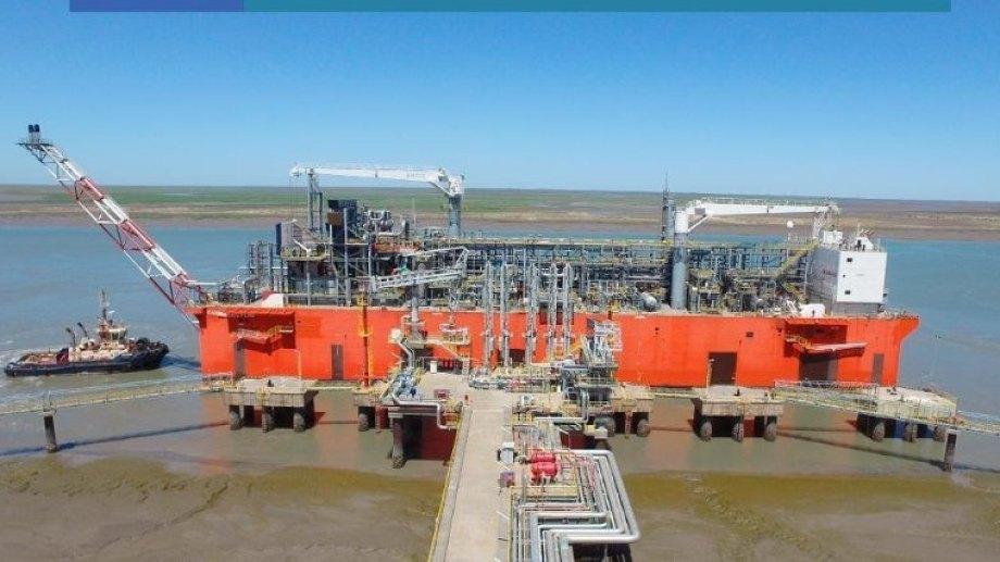 Desde la barcaza Tango FLNG se concretó este mes la primera exportación de gas natural licuado de Argentina.