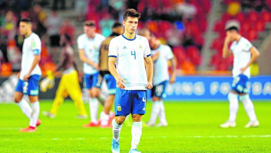 El dolor de los pibes argentinos sintetizado en el rostro de Facundo Mura. El jugador roquense había tenido un buen partido. (Foto/AP)