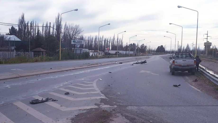 Los restos de ambos vehículos quedaron esparcidos en la ruta. (Foto: @agustin_orejas)