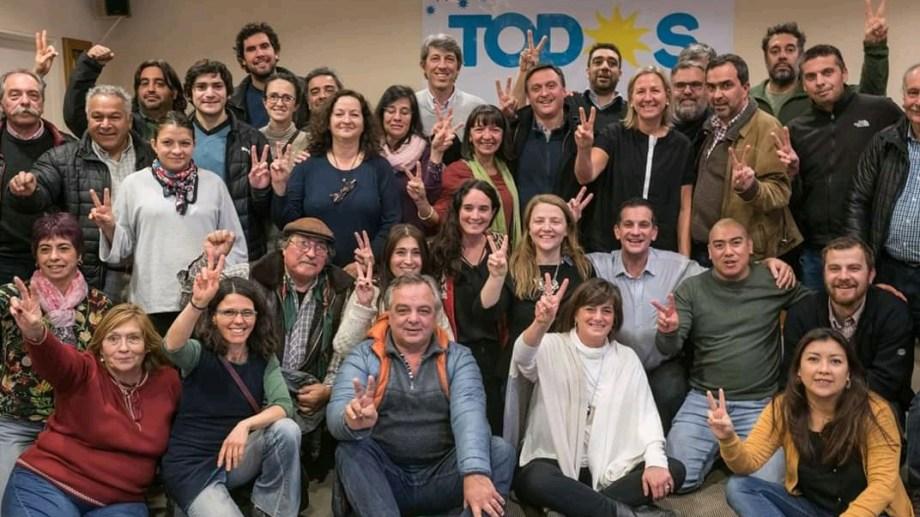 Dirigentes de Bariloche se reunieron en nombre del Frente de Todos en respaldo a la fórmula Fernández-Fernández. (Gentileza)