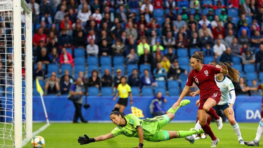 El gol de Taylor que sentenció el partido a favor de Inglaterra.