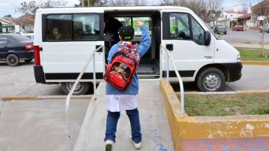 En la provincia operan  311 vehículos de transporte escolar. Foto archivo