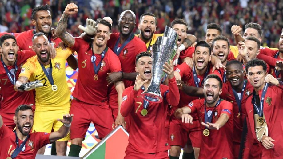 La alegría de Ronaldo y sus compañeros luego de obtener su segundo título europeo seguido.