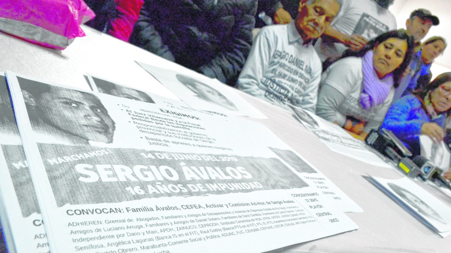 La familia del joven desaparecido dio una conferencia de prensa en el hall de la Universidad Nacional del Comahue.