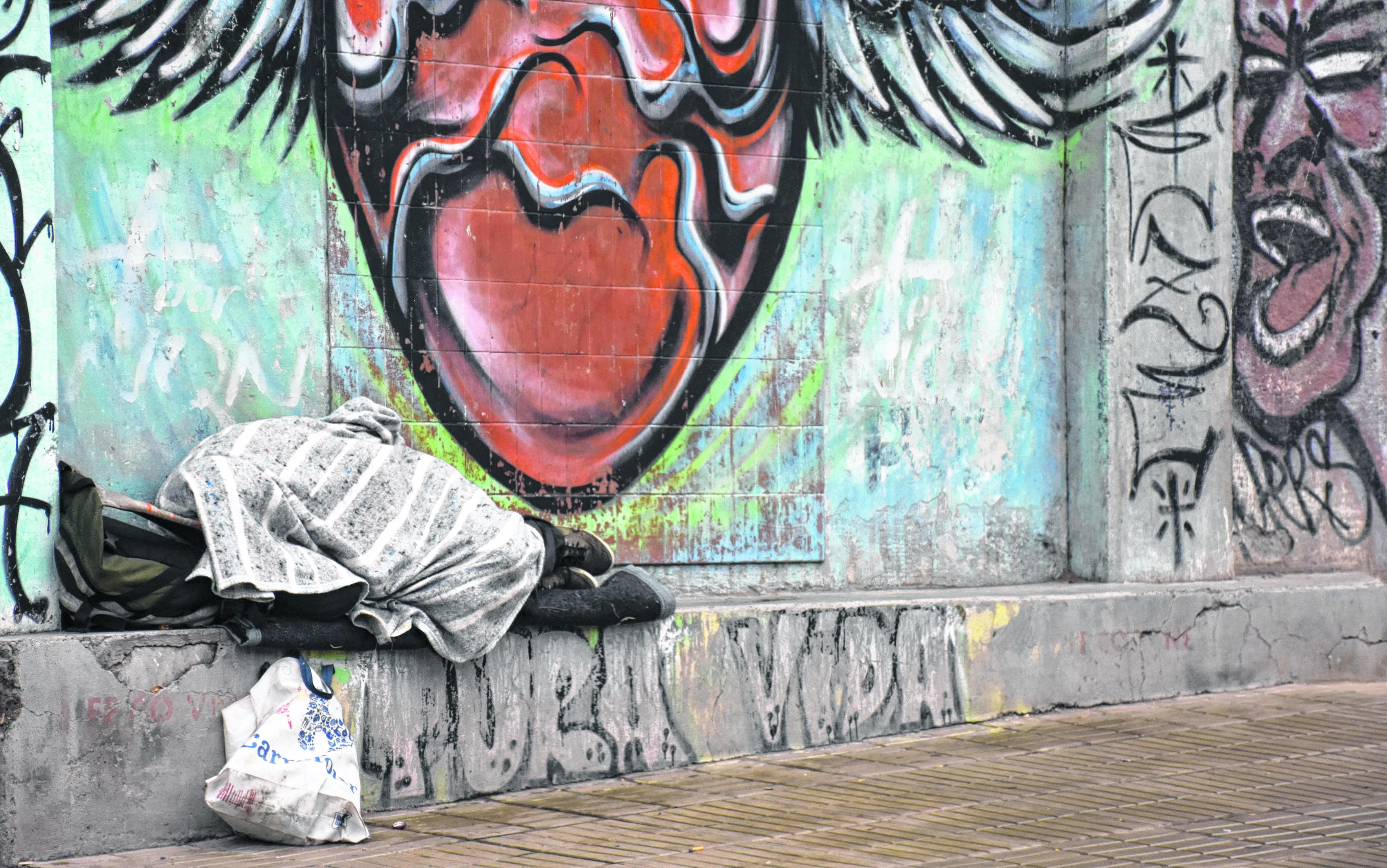 Las personas que duermen en la calle, un problema que impacta en Neuquén