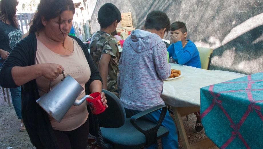Reclamos por la aplicación de la emergencia alimentaria en Viedma. Foto: Marcelo Ochoa.