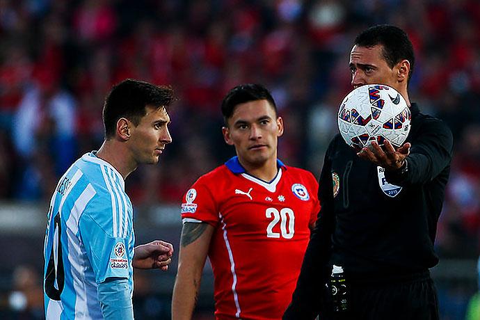 Roldán dirigió la final de la Copa América 2015 en Chile.