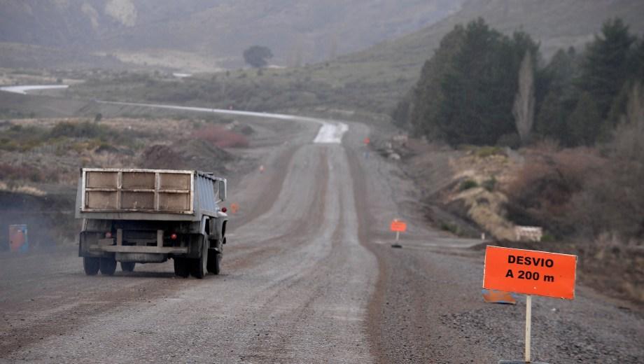 Las tareas de enripiado en la Ruta 23 se realizarán cerca de Dina Huapi. Archivo