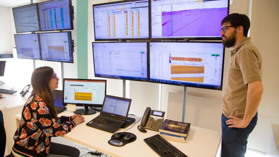 En YPF a través de un software específico para los no convencionales siguen el camino de las perforaciones sobre la marcha.