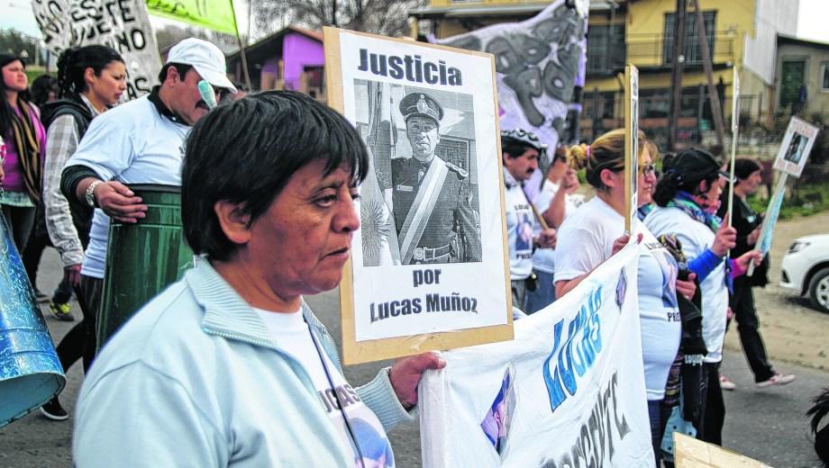 El reclamo de Justicia por Lucas Muñoz se escuchó varias veces por las calles de Bariloche. (Archivo)