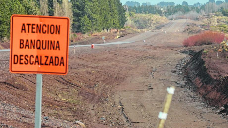 El tramo en construcción de la ruta 23 cercano a Dina Huapi, volvió a paralizarse. Archivo