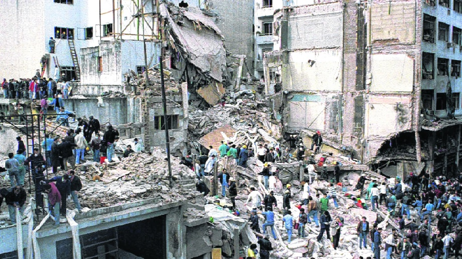 Lunes 18 de julio de 1994. Pasteur 633, barrio de Once, Buenos Aires.