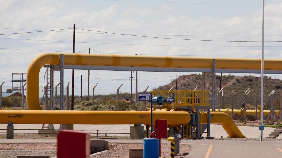 El punto de partida. Desde aquí fluye buena parte del gas de Neuquén hacia Chile. (Foto: Juan Thomes)