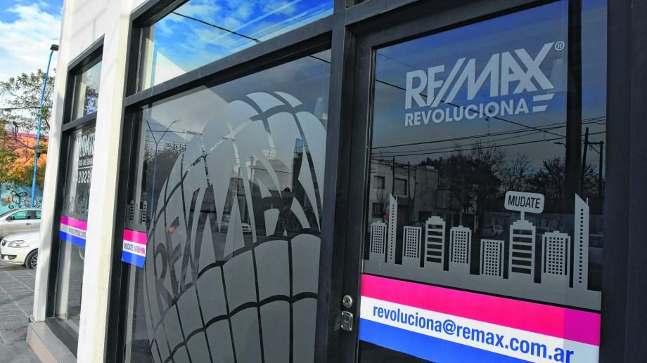 Las oficinas de la empresa, en avenida Roca y Moreno. (Foto César Izza)