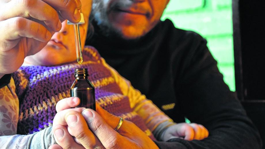 La ley neuquina fue sancionada en 2016, pero aún no se reglamentó. Sólo alcanza a pacientes con epilepsia refractaria. Foto: Florencia Salto.