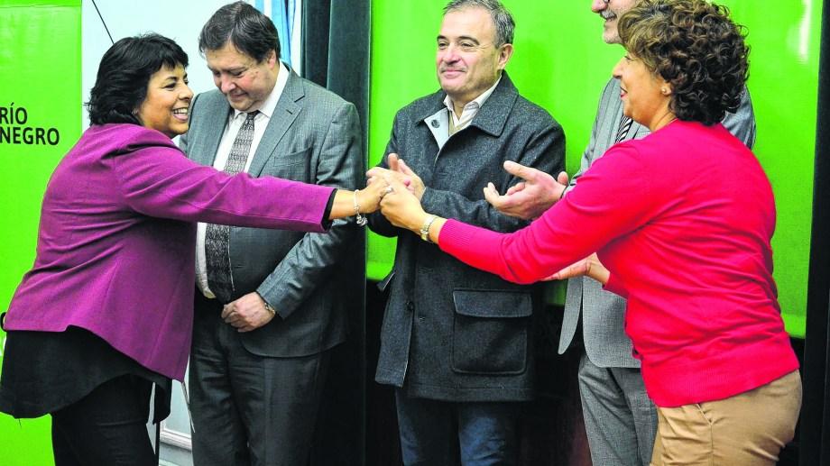 Weretlneck puso en funciones a la nueva ministra de Turismo Martha Vélez. (Foto : Marcelo Ochoa)