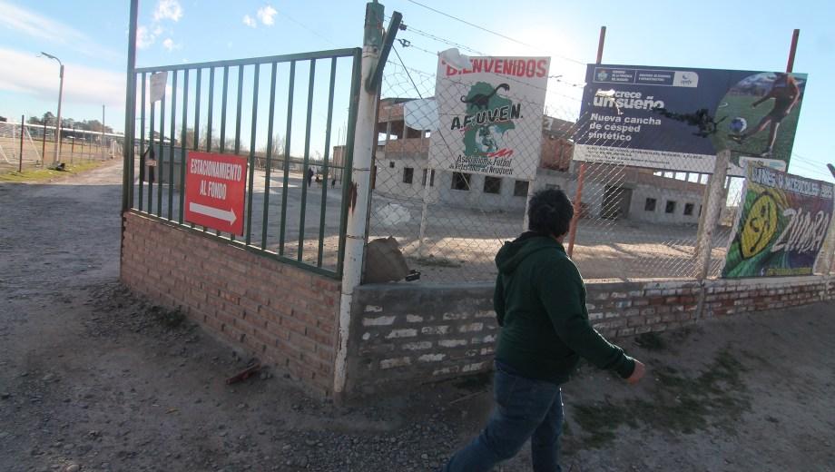 En las instalaciones actualmente se desarrollan torneos de fútbol amateur para mayores de edad. (Foto: Oscar Livera.-)