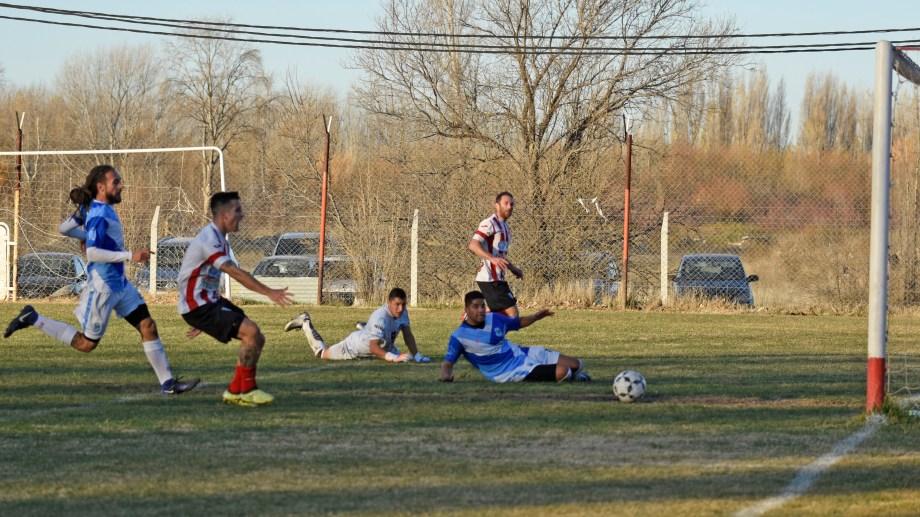 Dómini falló un gol increíble cuando iban 1 a 1. (Foto: Juan Thomes)