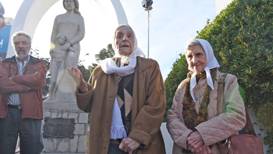 Las Madres de Plaza de Mayo de Neuquén criticaron la propuesta de Bullrich. Foto: Juan Thomes