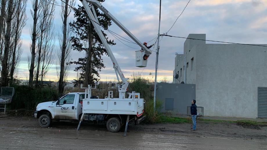 Los vecinos contaron que los operarios de Calf les cortaron la luz esta mañana. (Gentileza).-