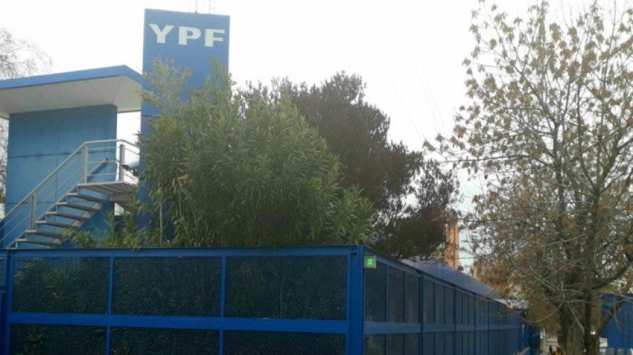 El punto de protesta en Neuquén es la sede de YPF. Foto Archivo: Mauro Pérez.