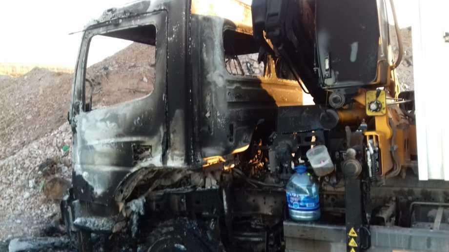 El primer camión apareció con su cabina quemada el lunes. (Foto: Archivo.-)