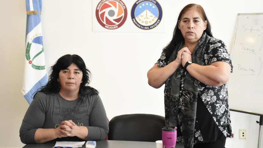Stella y María del Carmen Sánchez, hermanas del taxista atacado, anunciaron que los cortes continuarían. (Florencia Salto).-