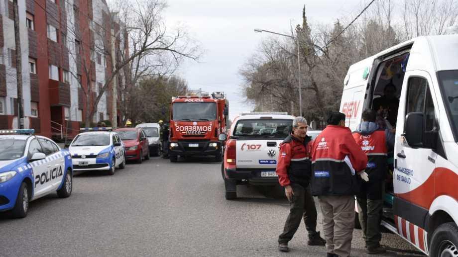 La pérdida de gas afectó a los vecinos del edificio ubicado en Matheu 59 y causó la muerte de un hombre y su mascota. (Florencia Salto).-