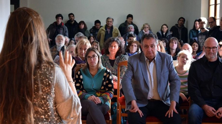 El acto se desarrolló en la sala de prensa de la municipalidad y estuvo el intendente Gustavo Gennuso. (Gentileza)