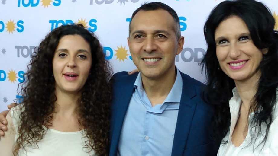 Marcelo Zuñiga junto a Ana Servidio y Micaela Gomiz.