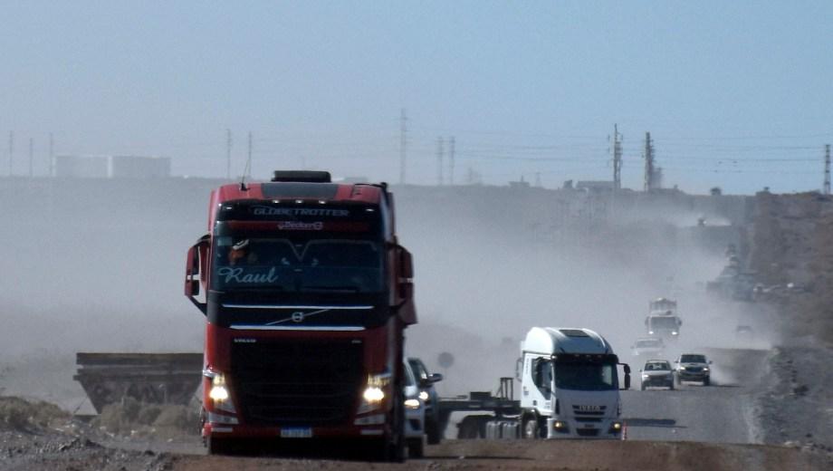Los camiones fueron robados de una locación a 21 kilómetros de Añelo. (Foto: Archivo.-)
