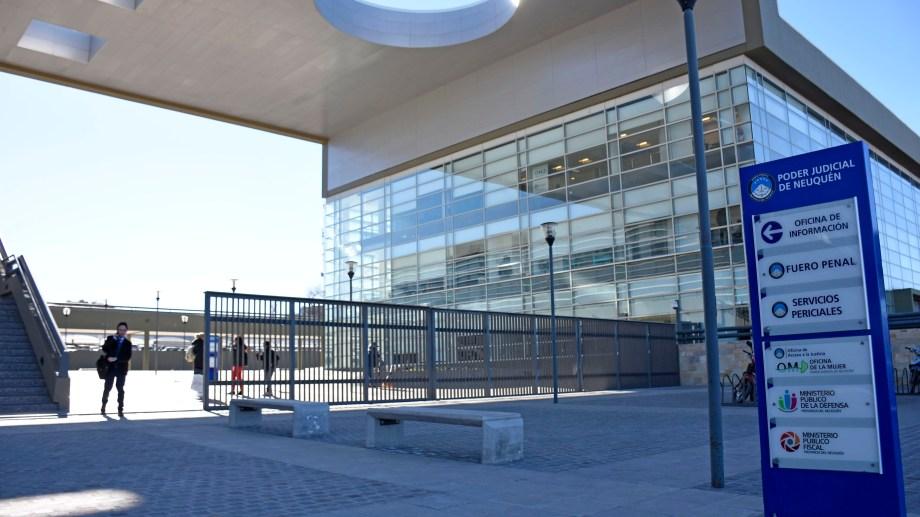 El acuerdo se alcanzó en la Ciudad Judicial de Neuquén. (Foto: Florencia Salto.-)