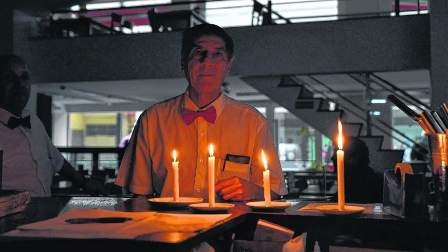 En la región la falta de electricidad se extendió, en algunos sectores de Neuquén, hasta pasadas las 21 del domingo.